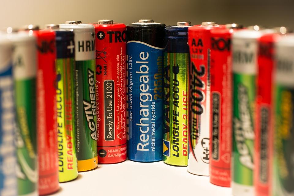 Visi populiariausių tipų Ni-MH, ličio jonų bei švino pakraunamos baterijos ir akumuliatoriai